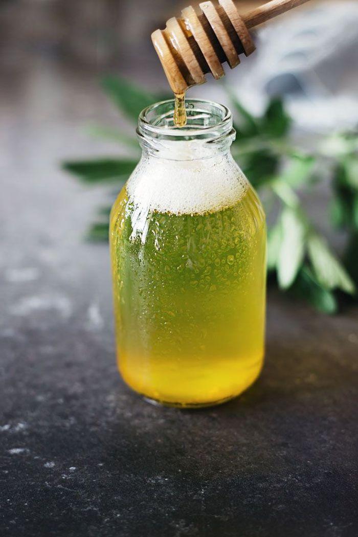 basische körperpflege, duschgel mit honig selbst herstellen, honiglöffel