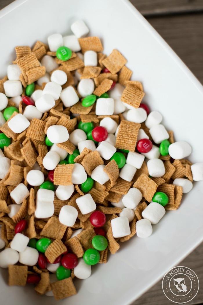 geschenke aus der küche, teller mit mini-marshmallows und bonbons