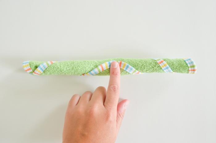 Babysöckchen und Tuch in Form von Cupcake, ausführliche Anleitung, Schritt Zwei