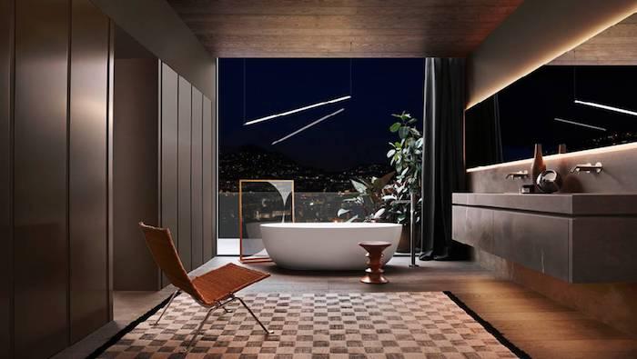 badezimmer deko, ovale freistehende badewanne, großer spiegel mit beleuchtung