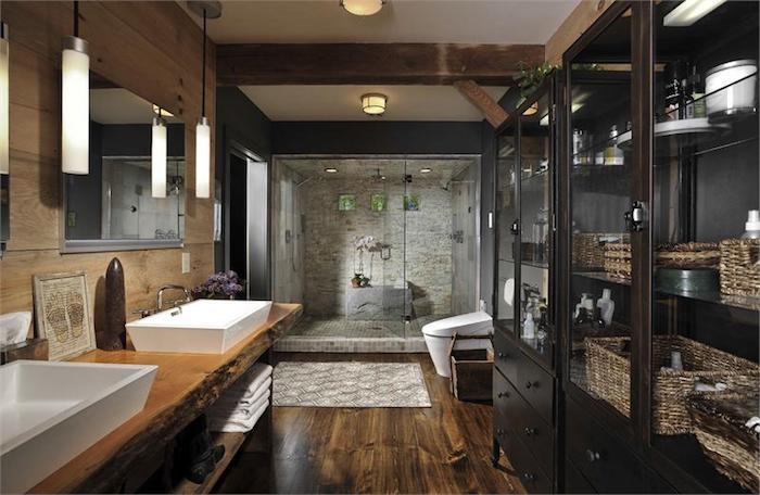 Moderne Badezimmer In Naturfarben, Große Duschkabine Mit Mosaikfliesen,  Naturmaterialien