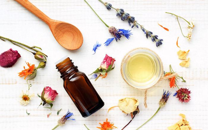 basische körperpflege, kosmetik aus natuprodukten machen, getrocknete blumen