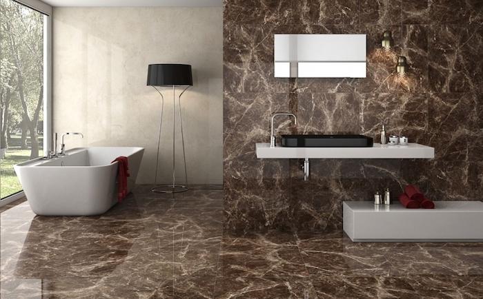 badezimmer deko, bad mit minimalistischem design, braune marmorfliesen