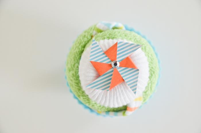 Babysöckchen und Tuch zum Cupcake rollen, ausführliche Anleitung, Schritt Sieben