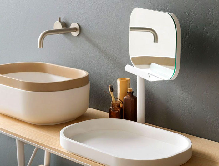 Bad Einrichten, Ovaler Spiegel, Waschbecken In Weiß Und Beige