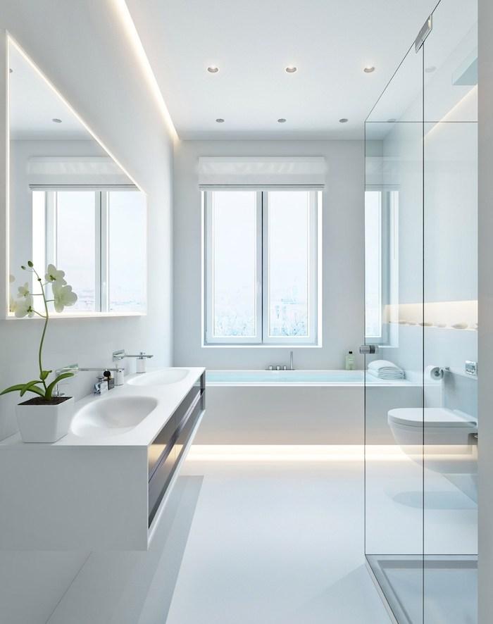 bad einrichten in weiß, duschkabine aus glas, eingebaute badewanne