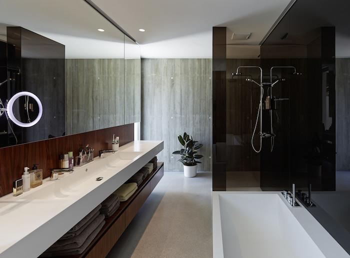 bäder ideen, langes weißes eckiges waschbecken, großer spiegel