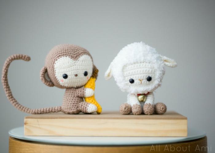 Süße Kuscheltiere für Babys, Amigurumi Affe und Lamm selber häkeln, schöne Geschenkidee für Mädchen und Jüngen
