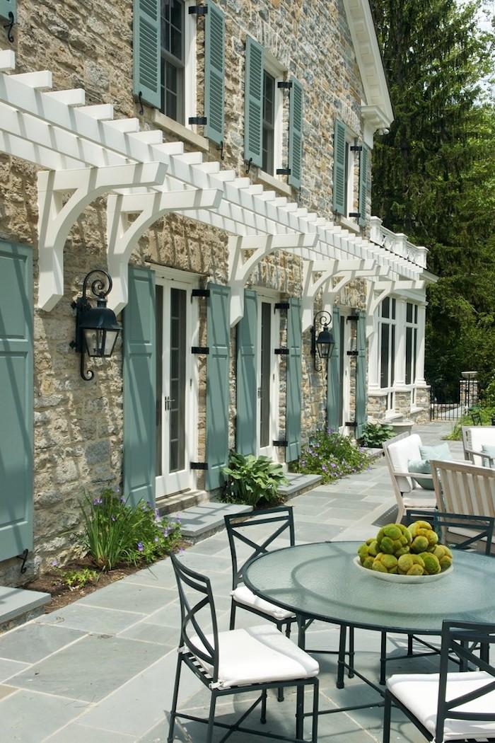 mintgrün außengestaltung eines hauses grüner tisch mit grünen dekorationen darauf landhaus stil