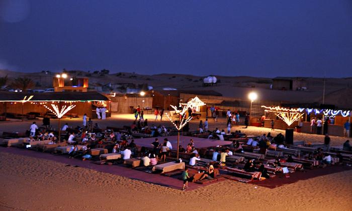 dubai ausflüge nache dem traditionellen beduinen essen kommt es zur show belly dance und tanzen
