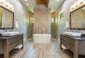 Moderne Badezimmer: Diese Farben und Materialien liegen im Trend