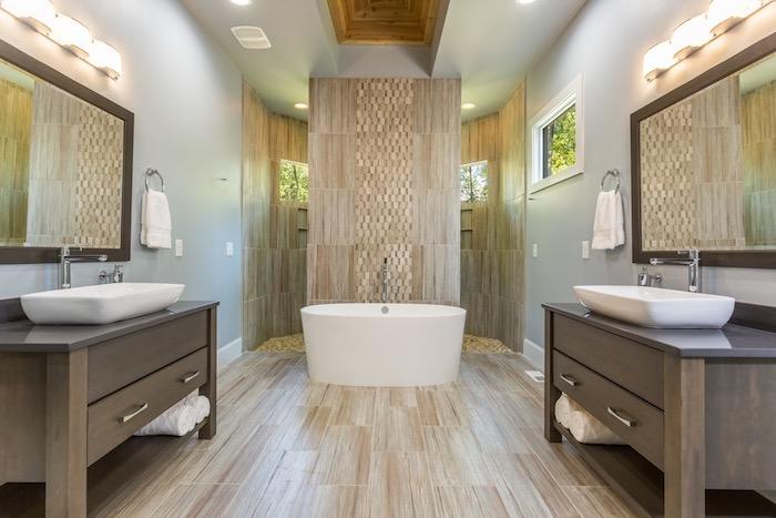 badezimmer deko, bad mit keramikfliesen in naturfarben, badezimmermöbel