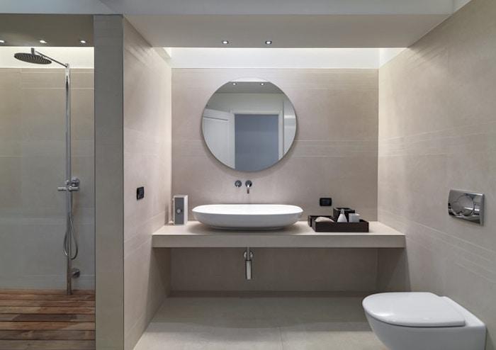 bäder ideen, runder spiegel in kombination mit ovalem waschbecken