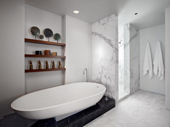 bäder ideen, badezimmer in weiß und schwarz einrichten, badfliesen trends 2018