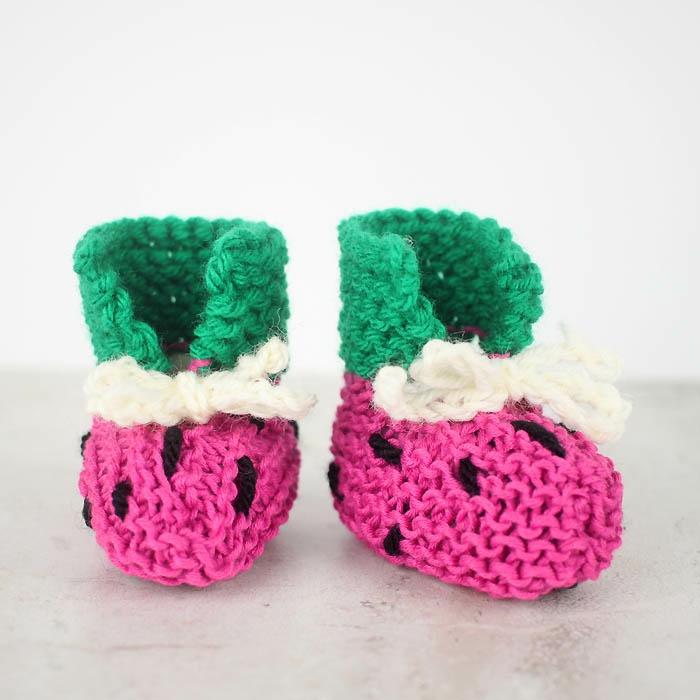 Selbstgestrickte Babyschuhe als Wassermelone, in drei Farben, passend für Mädchen und Jüngen