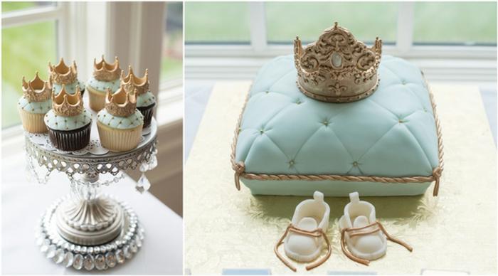 Fantastische Ideen für Babyparty, hellblaue Cupcakes und Torte mit Kronen, Babyschuhe aus Zucker
