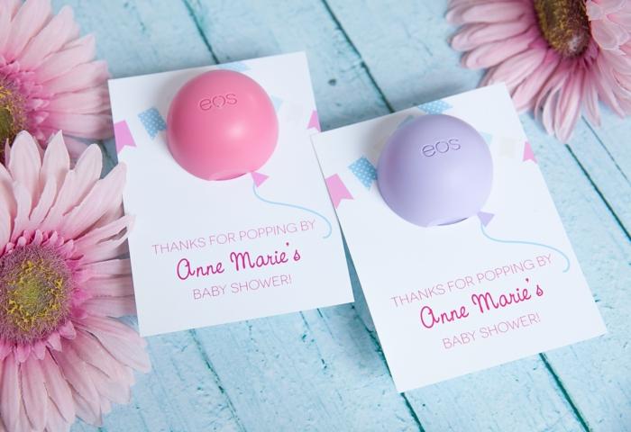 Babyparty organisieren, Geschenkidee für die Gäste, Seifen als Luftballons, rosafarbene Gerbera
