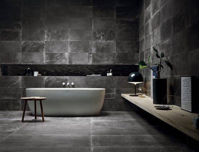 badezimmergestaltung mit naturstein, graue natursteinfliesen, ovale badewanne