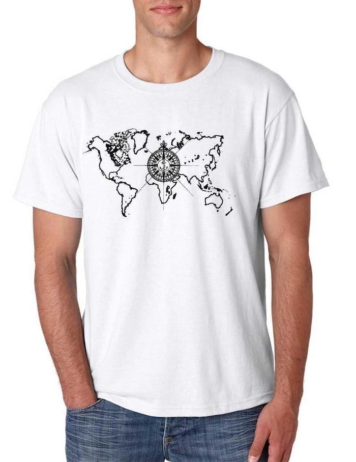 ein weißes T-shirt mit einer Weltkarte und ein Kompass in der Mitte - T-shirt gestalten