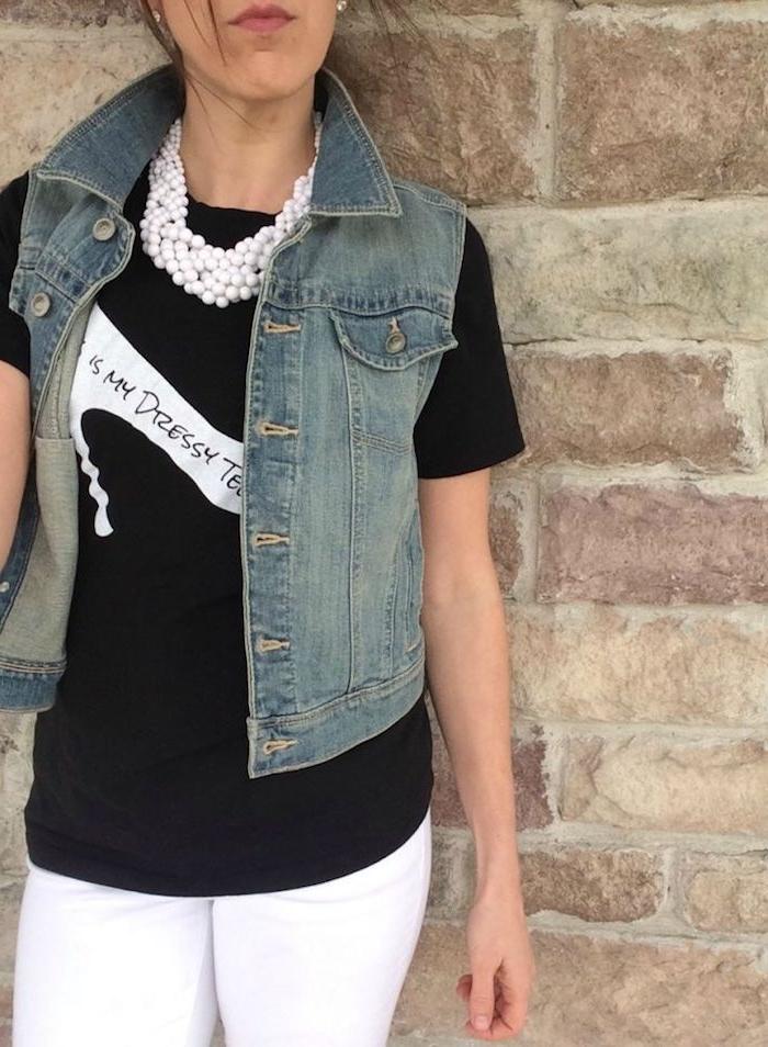 schwarzes T-shirt mit einem Schuh mit Aufschrift geschmückt - T-shirt bedrucken