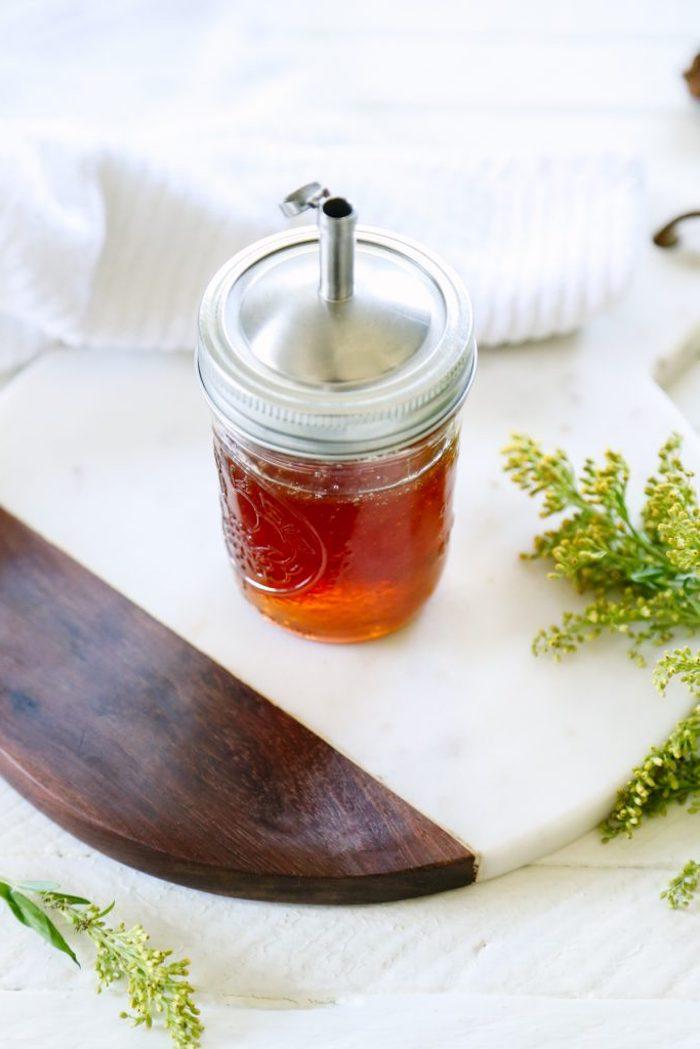 naturkosmetik selber machen, selbstgemachtes duschgel mit honig, einmaglas mit verschlussdeckel