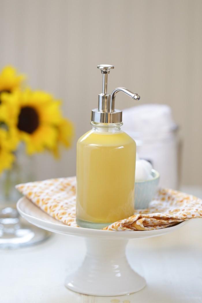 bio kosmetik, duschgel mit shea butter und honig, kosmetikflasche aus glas