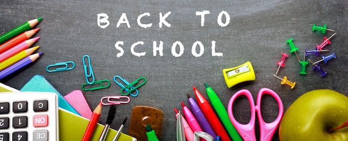 Zurück-in-die-Schule-Lunchbox, Rechner, bunte Stecknadel für Korkwand, kleine Schere, Bleistiftspitzer, bunte Hefte