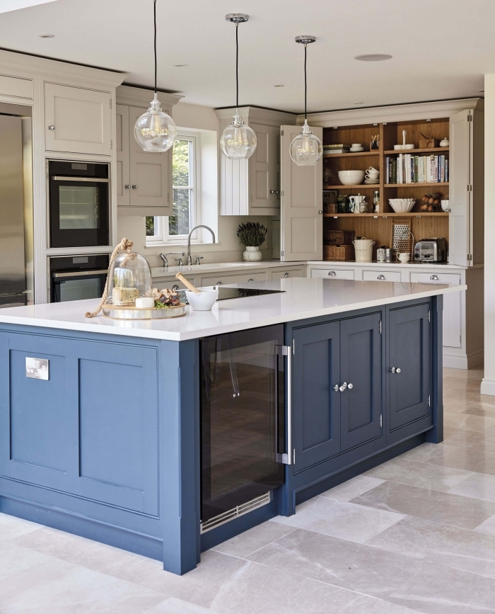 deko ideen küche, küchenbeleuchtung ideen, runde hängelampen, küchengestaltung in landhausstil