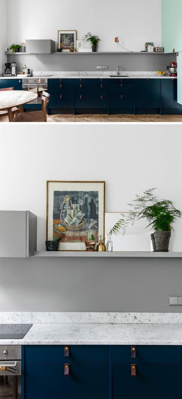 designer küchen bilder, küchendeko ideen, dunkelblaue unterschränke, küche ohne oberschränke, deko