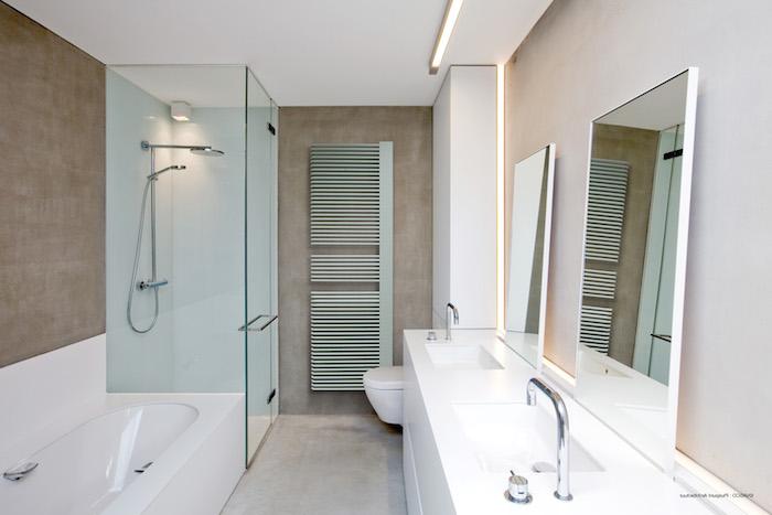 luftballons mint farben für das bad badezimmer weiß grün badewanne duschkabine toilette waschbecken