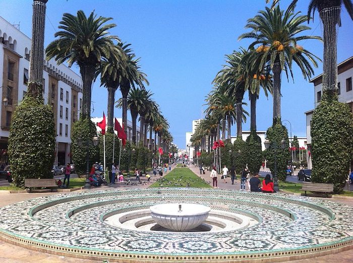 marokko karte ein berühmtes bild von marokko palmen pflanzen brunnen alee grün