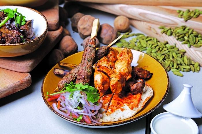 dubai ausflüge ideen zum nachmachen fleisch grillen bbq salat walnüsse