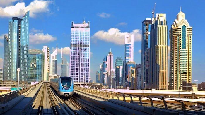 sehenswürdigkeiten dubai die arabische u-bahn außengestaltung bild wolkenkratzer
