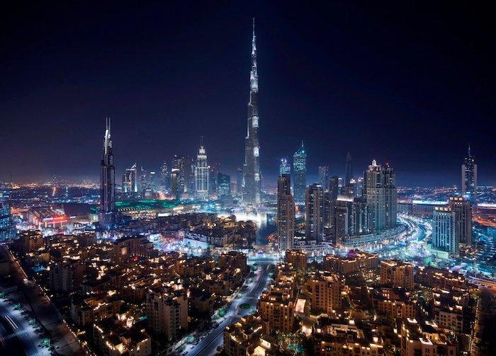 dubai sehenswürdigkeiten in der nacht die stadt glüht burj khalifa schöne beleuchtung
