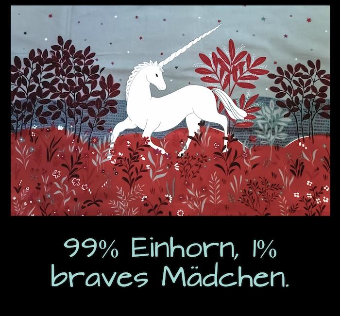 wald mit roten pflanzen mit roten blättern - ein weißes einhorn mit einem langen weißen horn und einer weißen mähne - grass und kleine pflanzen - einhorn sprüche und einhorn bilder