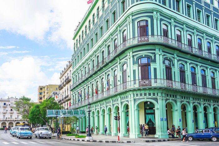 mintgrün farbe für die außengestaltung von einem gebäude havana kuba architektur ideen