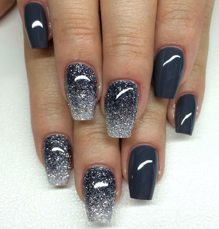 fingernägel bilder schöne maniküre kosmos effekt blau-graue nägel lange nägel glitzer winternägel selber machen