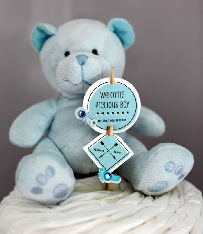 Blauer Kuschelbär zur Geburt schenken, süßes Babygeschenk für Jüngen, Willkommen Schildchen