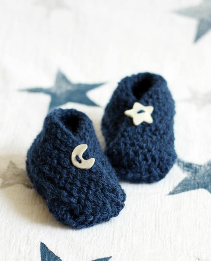 Dunkelblaue Babyschuhe mit Stern- und Mond-Knöpfen, süßes Babygeschenk für Mädchen und Jüngen
