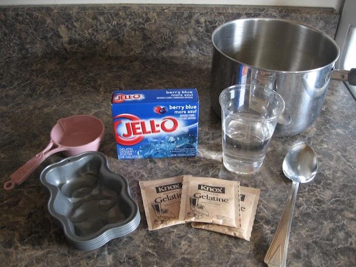 Gummibärchen selbst herstellen - alles Nützliches - Wasser, Gelatine, Besteck und Forme