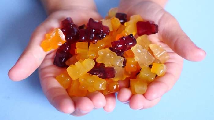 Gummibärchen Rezept für die Kinder bunte Bärchen in brauner und gelber Farben