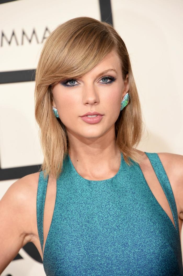 Haare blondieren, den richtigen Blondton auswählen, blaue Augen harmonieren mit Kleid und Ohrringen, Tages Make-Up