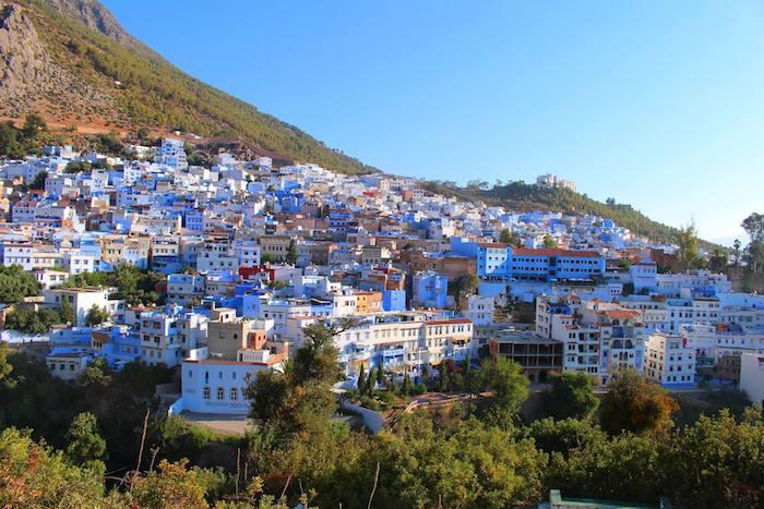 marokko bevölkerung wohnt in gebäuden wie diese weiß-blaue architektur schönes foto aussicht