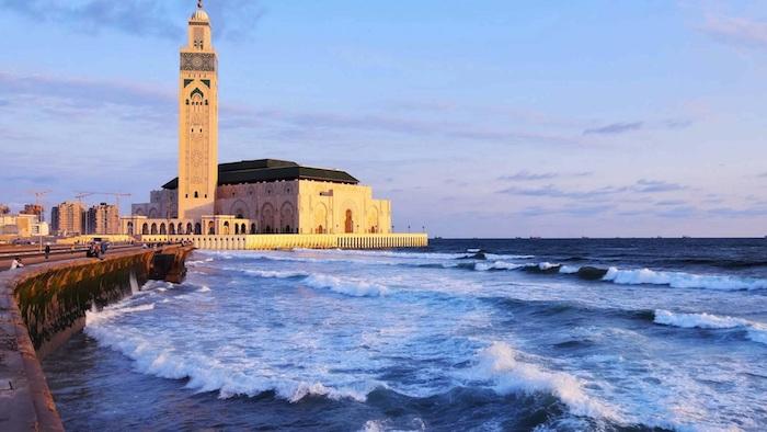 casablanca marokko eine moschee in dem wasser faszinierende sehenswürdigkeiten in marokko