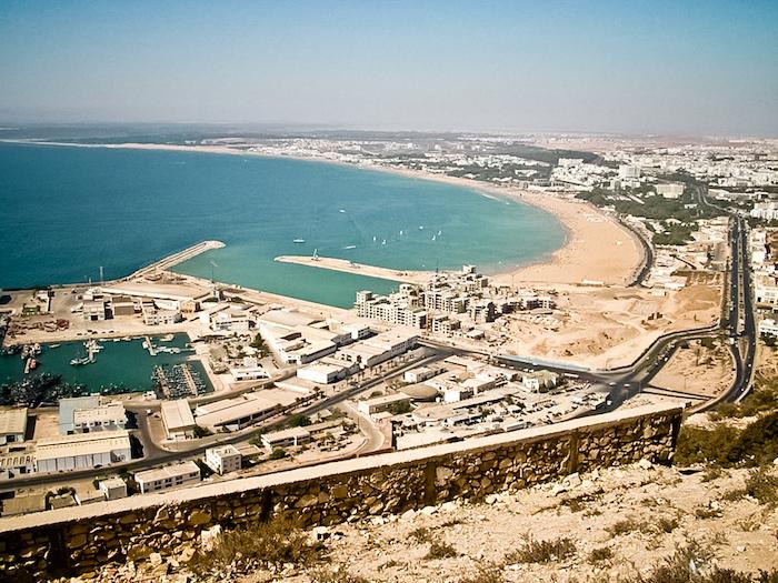 hauptstadr von marokko foto von oben aussicht über die stadt see meer ozean mittelmeer strand