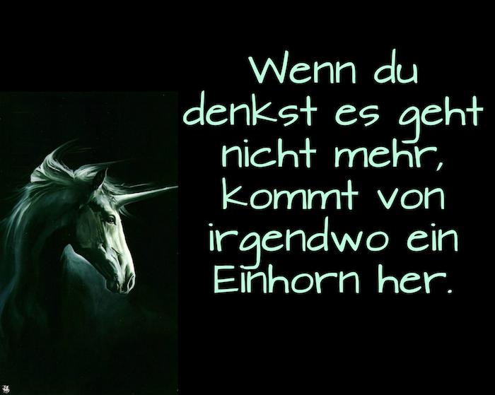 bilder mit einhorn sprüchen - ein wildes grünes einhorn mit schwarzen augen und einem langen horn