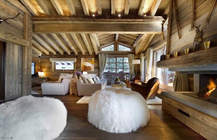 holzhaus zum erstaunen wunderschönes interieur design von einem haus aus holz flauschige sessel kamin sofa wohnzimmer