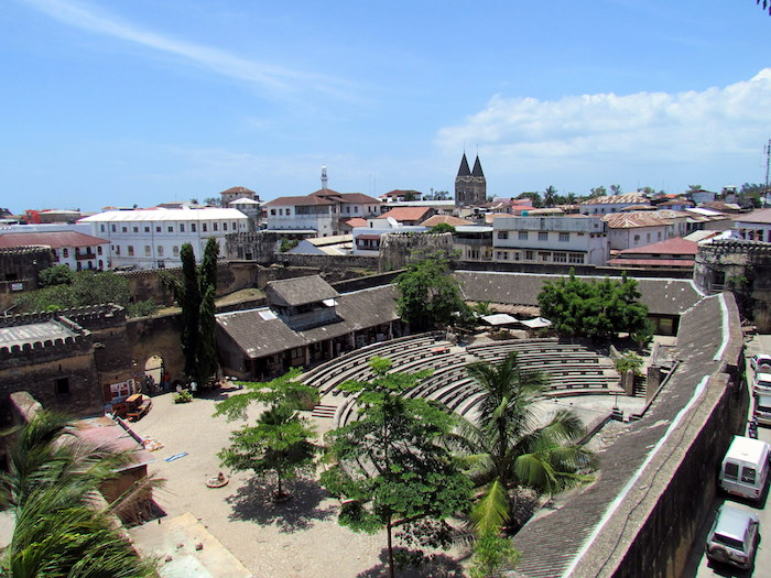 urlaub sansibar erfahrungen einzigartig die altstadt von der insel zanzibar alte architektur aus stein geschichte tansania