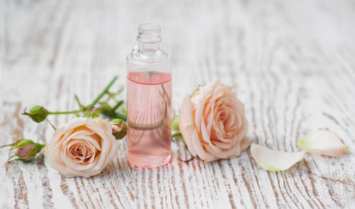 kosmetik ohne gefährliche inhaltstoffe selber machen, duschöl mit rosenöl