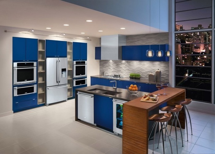 küchenideen wohnung in der großen stadt mit ausgezeichnetem aussicht tolle küche weiß-blau